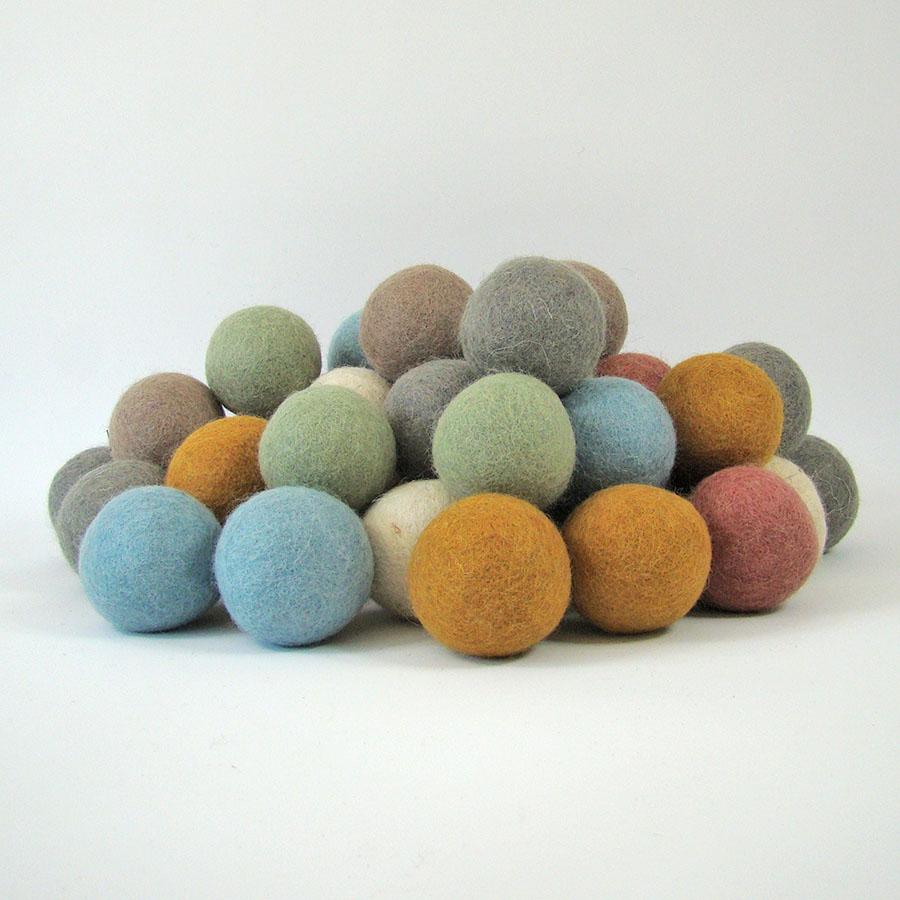Balles 5 cm en laine feutrée Earth - set de 49