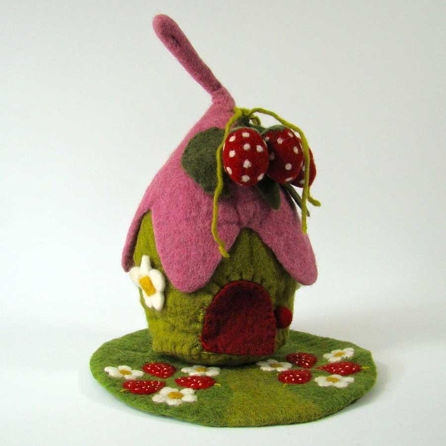 Maison et tapis en laine feutrée Fraise