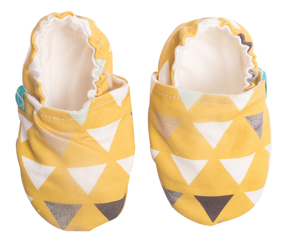 Chaussons souples bébé Triangles on Mustard TITOT